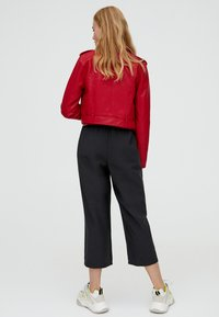 PULL&BEAR - Giacca in similpelle - bordeaux - 2