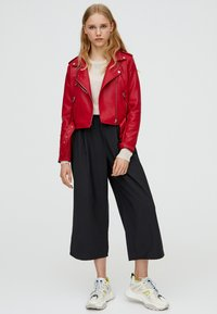 PULL&BEAR - Giacca in similpelle - bordeaux - 1