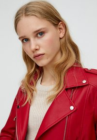 PULL&BEAR - Giacca in similpelle - bordeaux - 3