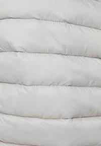 PULL&BEAR - BASIC-STEPPJACKE AUS NYLON 09714333 - Kurtka zimowa - mottled light grey - 6