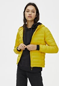PULL&BEAR - Zimní bunda - yellow - 3