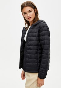 PULL&BEAR - BASIC-STEPPJACKE AUS NYLON 09714333 - Winter jacket - black - 3
