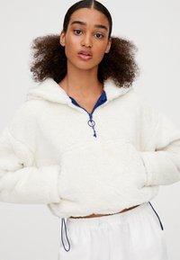 PULL&BEAR - MIT BAUCHTASCHE - Zimní bunda - white - 3
