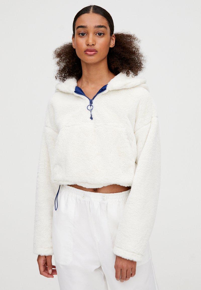 PULL&BEAR - MIT BAUCHTASCHE - Zimní bunda - white