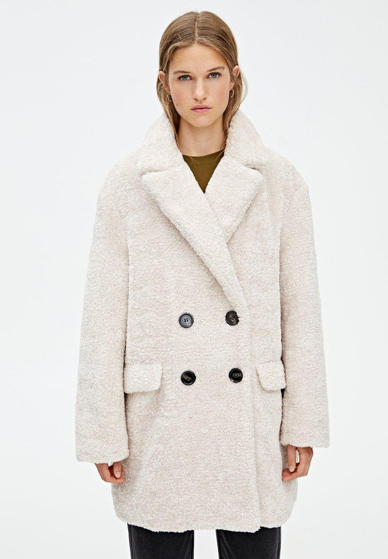 PULL&BEAR - MIT VIER KNÖPFEN - Winter coat - beige