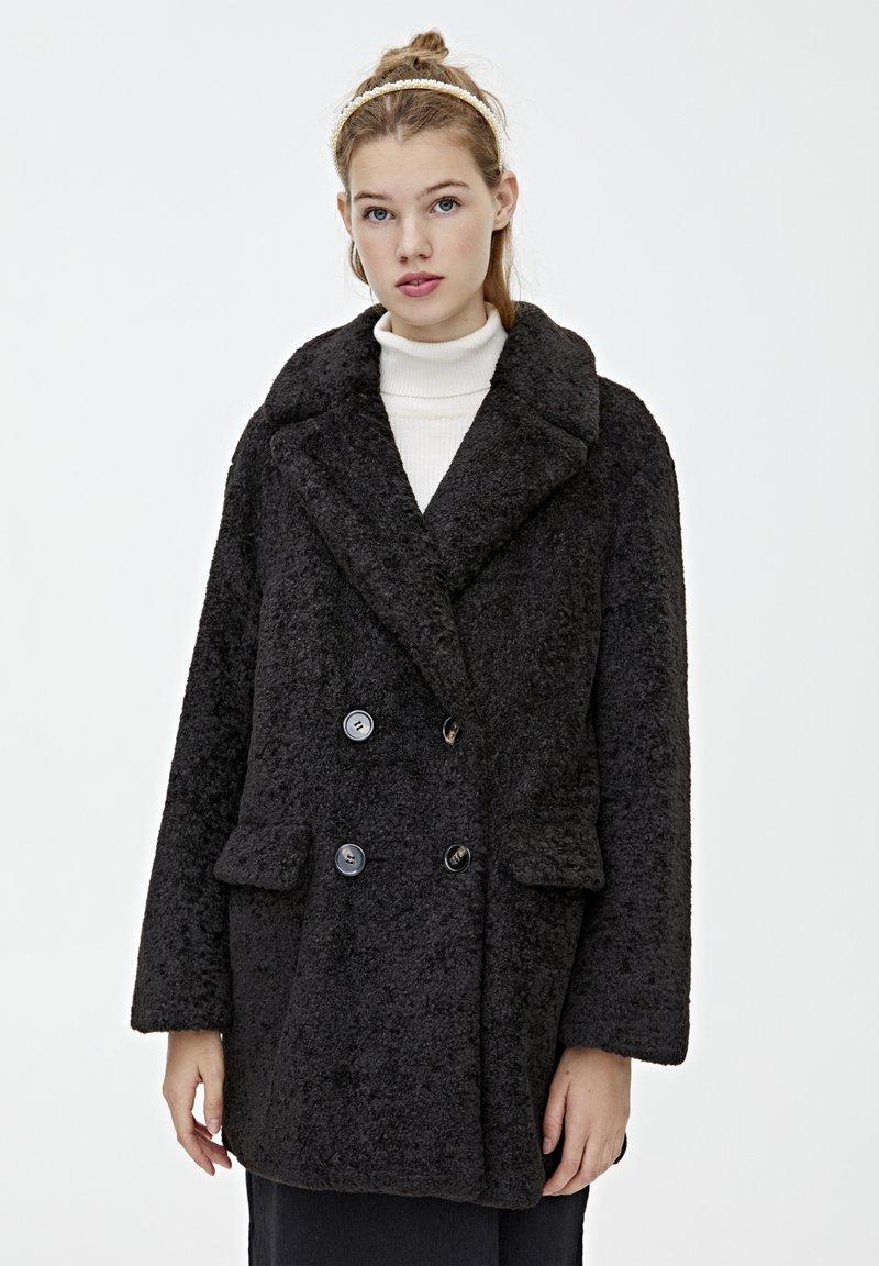 PULL&BEAR - MIT VIER KNÖPFEN - Winter coat - black