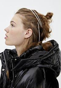 PULL&BEAR - MIT GLITZER - Zimní bunda - black - 4