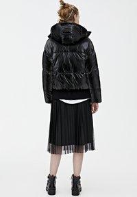 PULL&BEAR - MIT GLITZER - Zimní bunda - black - 2