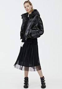 PULL&BEAR - MIT GLITZER - Zimní bunda - black - 1