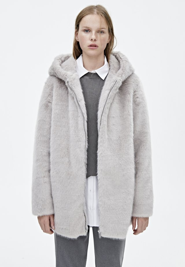 MANTEL AUS KUNSTFELL MIT KAPUZE 05750201 - Winter coat - light grey