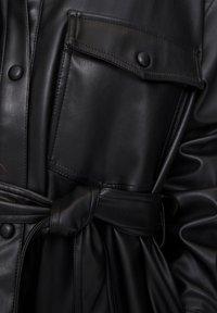 PULL&BEAR - Krátký kabát - black - 6