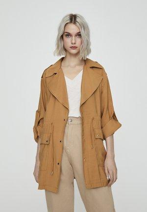 SAHARIANA - Krótki płaszcz - camel