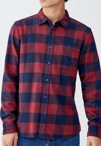 PULL&BEAR - KARIERTES - Koszula - bordeaux - 3