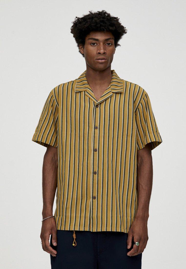 PULL&BEAR - MIT KLAPPE - Skjorter - yellow