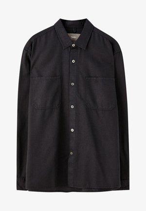 MIT VORDERTASCHEN - Košile - black