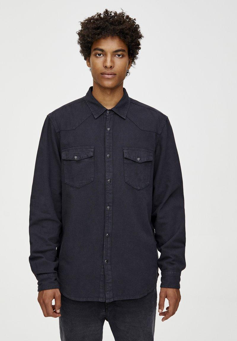 PULL&BEAR - Skjorter - black