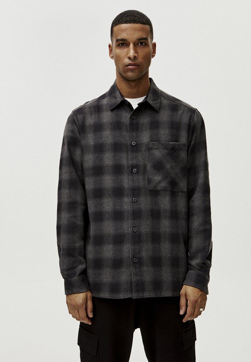 PULL&BEAR - Skjorter - grey