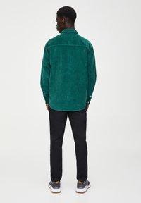 PULL&BEAR - Overhemd - dark green - 2