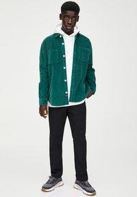 PULL&BEAR - Overhemd - dark green - 1