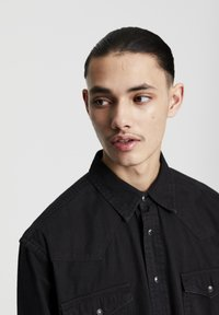 PULL&BEAR - IM COWBOYLOOK - Chemise - black denim - 4