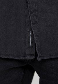 PULL&BEAR - BASIC - Chemise - mottled black - 5