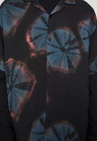 PULL&BEAR - Koszula - black - 6