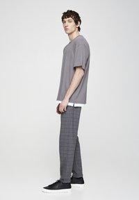 PULL&BEAR - Kalhoty - grey denim - 3