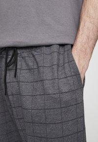 PULL&BEAR - Kalhoty - grey denim - 4