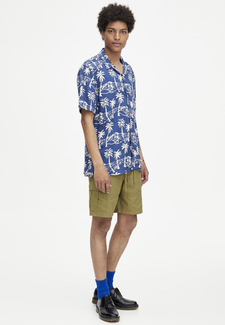 PULL&BEAR MIT KORDEL - Shorts - khaki