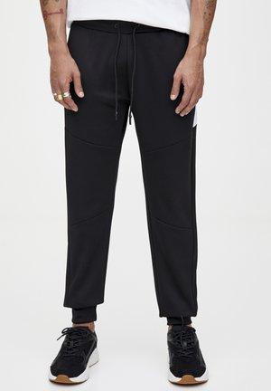 MIT REISSVERSCHLÜSSEN - Teplákové kalhoty - black