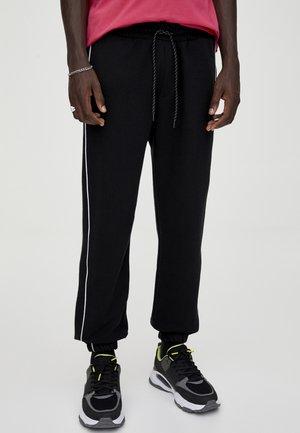 MIT FARBLICH ABGESETZTEM PIKEE-STREIFEN  - Teplákové kalhoty - black