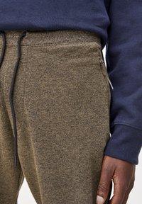 PULL&BEAR - Pantalon de survêtement - khaki - 4