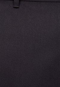 PULL&BEAR - MIT KETTE - Broek - black - 5