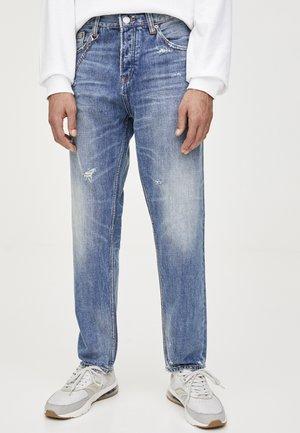 MIT RISSEN UND KETTE - Jeansy Straight Leg - blue