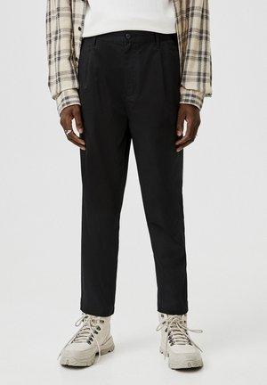 WEIT GESCHNITTENE CHINOHOSE MIT BUNDFALTEN 05670510 - Pantaloni - mottled black