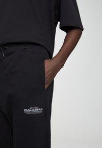 PULL&BEAR - BASIC - Spodnie treningowe - black - 4