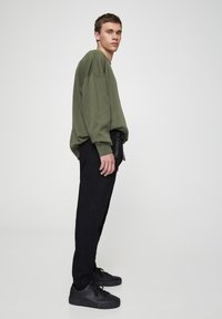 PULL&BEAR - Trousers - metallic black - 3