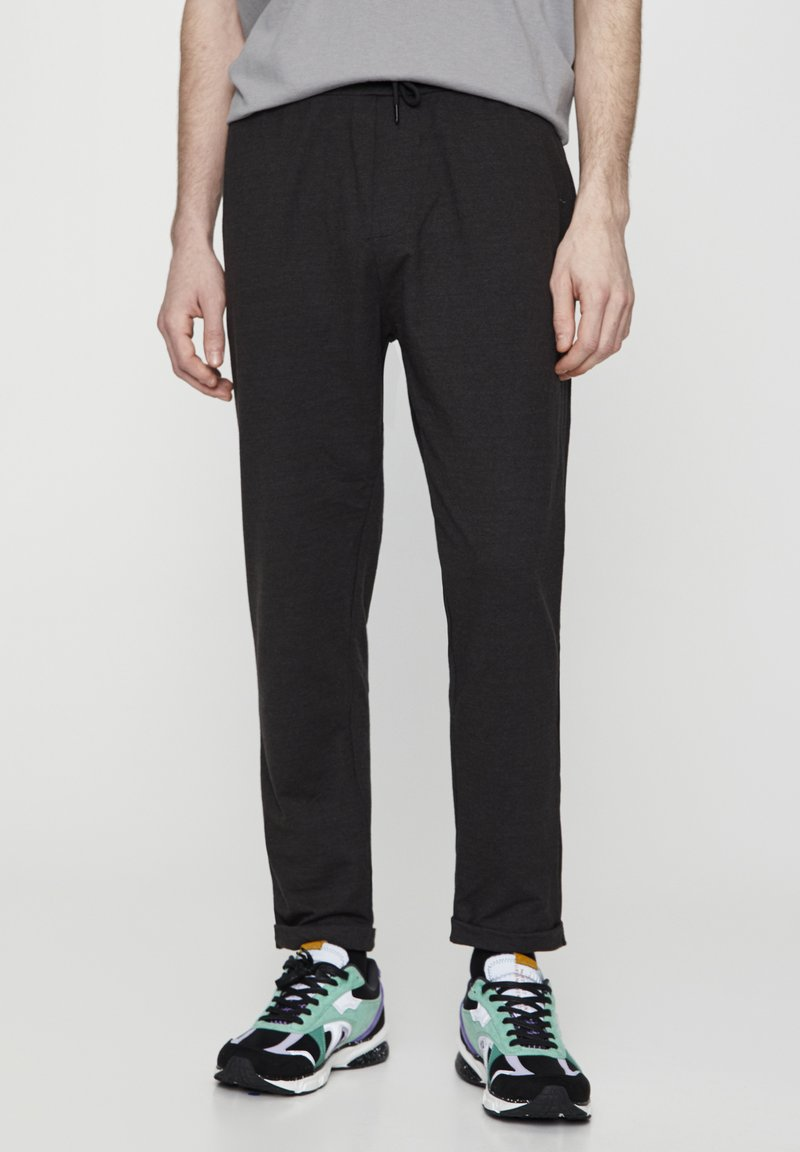 PULL&BEAR - Spodnie treningowe - dark grey