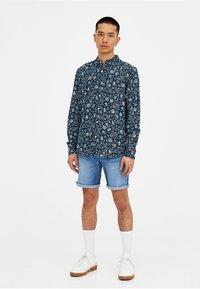 PULL&BEAR - Szorty jeansowe - light blue - 1