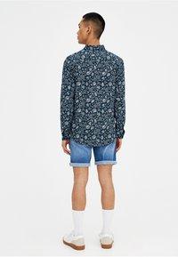 PULL&BEAR - Szorty jeansowe - light blue - 2