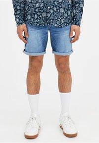 PULL&BEAR - Szorty jeansowe - light blue - 0