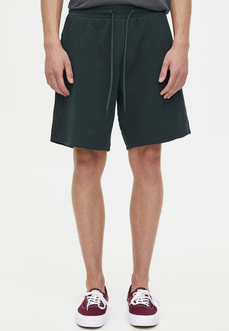 PULL&BEAR - MIT SEITLICHEM  - Shorts - green