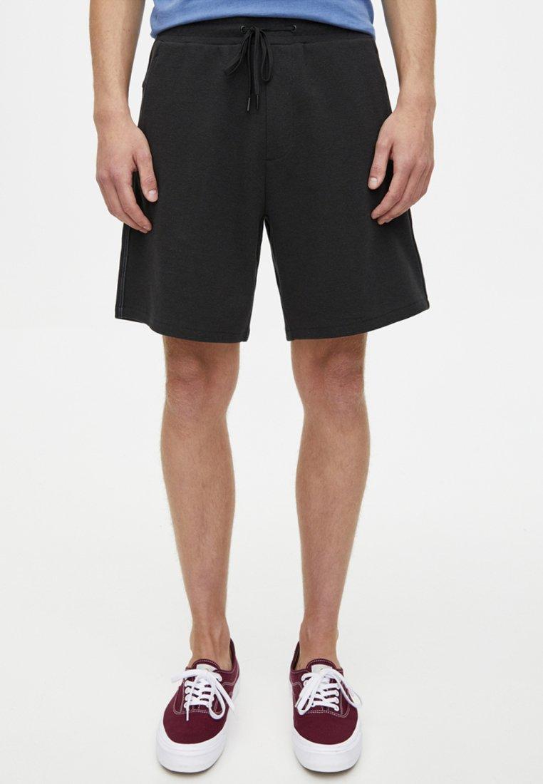PULL&BEAR - MIT SEITLICHEM  - Shorts - black