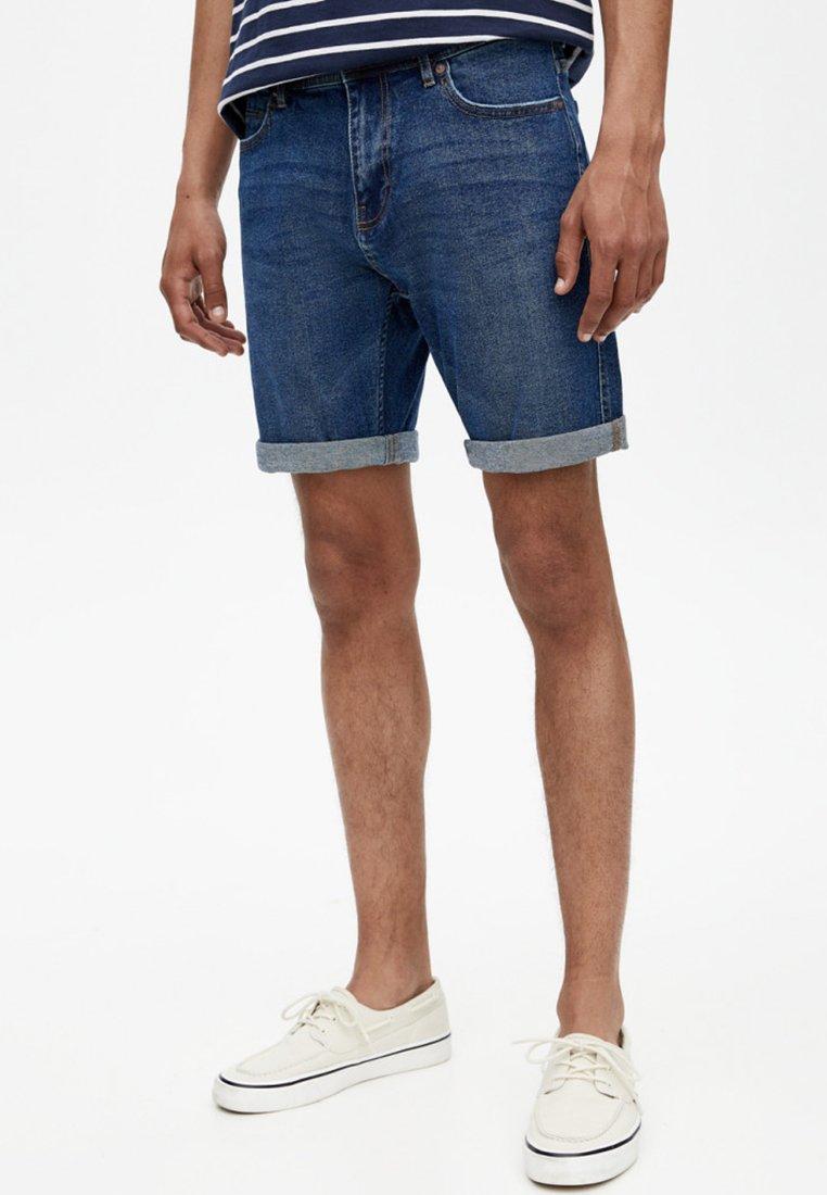 PULL&BEAR - BERMUDA - Jeans Shorts - dark-blue denim