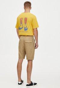 PULL&BEAR - Shorts - camel - 2
