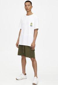 PULL&BEAR - Shorts - khaki - 1