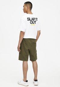 PULL&BEAR - Shorts - khaki - 2