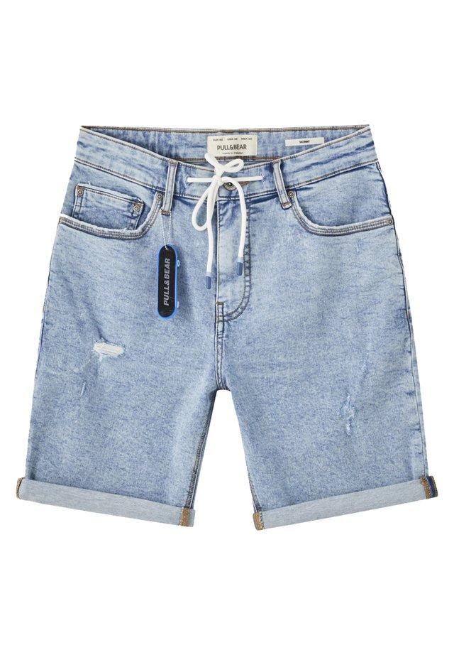 MIT ZIERRISSEN UND KORDEL - Szorty jeansowe - blue denim