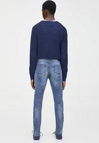 PULL&BEAR - IM USED-LOOK - Džíny Straight Fit - blue denim - 2