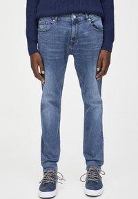 PULL&BEAR - IM USED-LOOK - Džíny Straight Fit - blue denim - 0